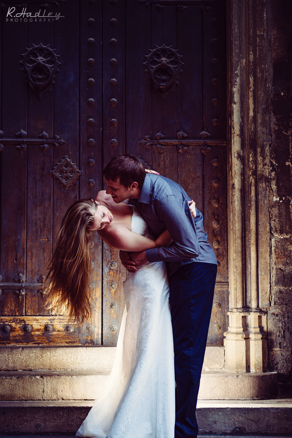 Wedding couple in Barcelona for a photo shoot